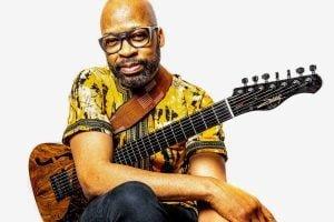Le guitariste Lionel Loueke lancera HH, la musique de son ami, collègue et mentor Herbie Hancock